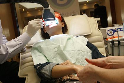 Клиенты лишились зубов на процедурах по отбеливанию из-за неумелых врачей