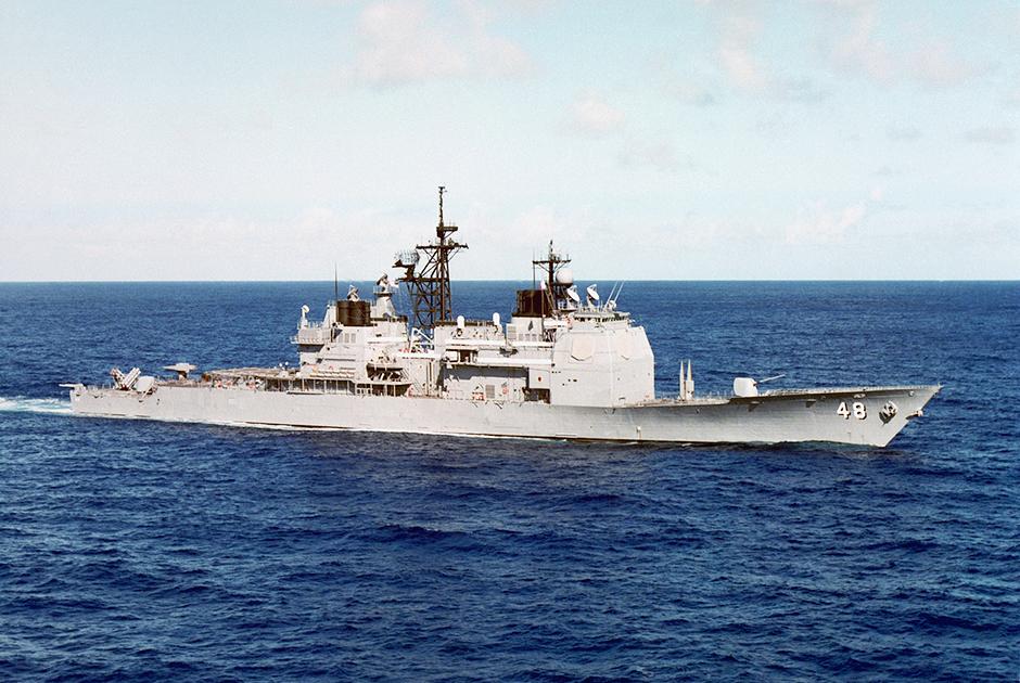 """Ракетный крейсер """"Йорктаун"""" в 1985 году"""