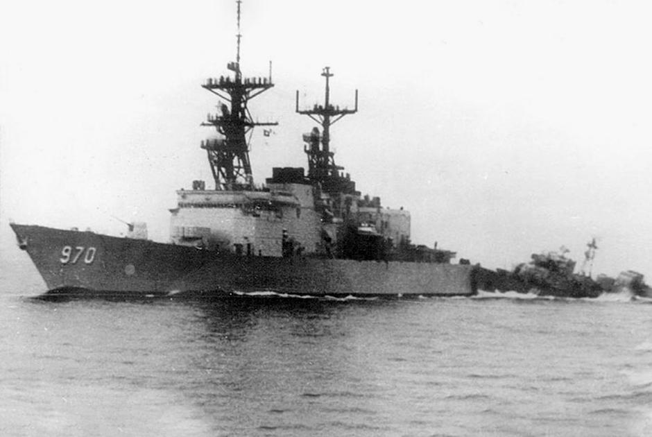 """Навал сторожевого корабля СКР-6 на эсминец """"Кэрон"""""""