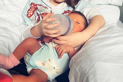 Милла Йовович рассказала о тяжелой болезни новорожденной дочери