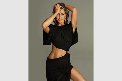 Дженнифер Энистон снялась в трусах для обложки журнала