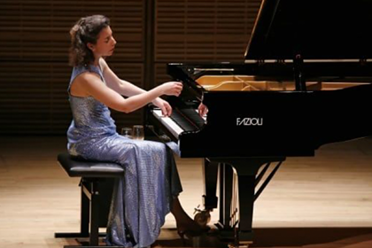 Грузчики случайно разбили уникальный рояль известной пианистки