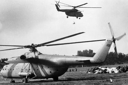 Вертолеты Ми-6 принимают участие в ликвидации последствий Чернобыльской катастрофы.