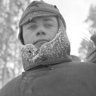 Красноармеец в лагере для военнопленных около финского города Карвиа. 6 января 1940 года