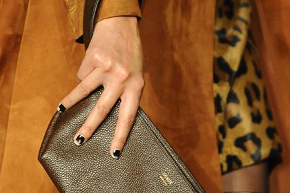 Ногти с облупившимся лаком стали модным трендом