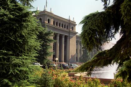 В Таджикистане захотели снести президентский дворец
