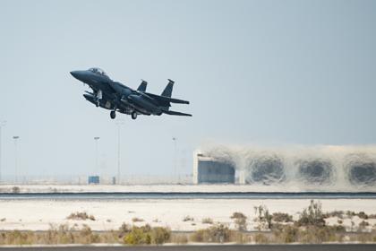 Американский истребитель сбросил бомбу на Сирию и попал на видео