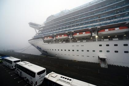 Число инфицированных на лайнере в Японии превысило 200