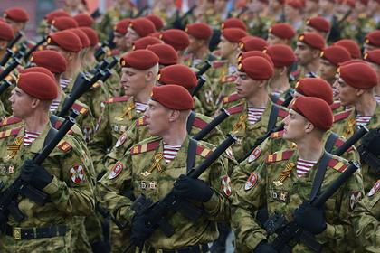 В Минобороны попросили повысить зарплату всем российским силовикам