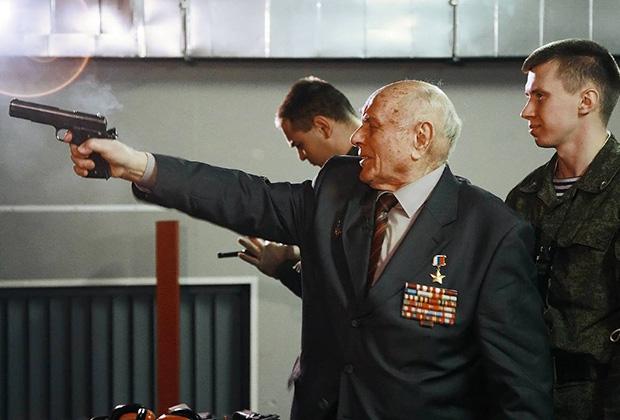 Алексей Ботян (в центре)