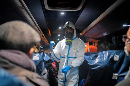Почти 2000 китайских врачей заразились смертельным вирусом