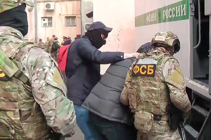 Сотрудники ФСБ задержали россиянина за отправку боевикам 25 миллионов рублей