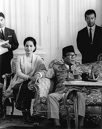 Президент Сукарно со своей женой Дэви