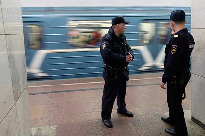 Россиянка согласилась показать грудь в метро и получила кулаком в лицо