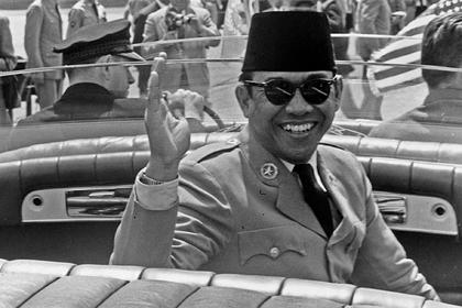 Он сводил с ума женщин, восхвалял Гитлера и разорял народ: роскошная жизнь диктатора Индонезии