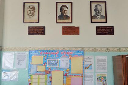 Российский учитель почитал школьникам стихи Есенина и потерял работу
