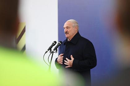 Лукашенко призвал есть белорусские продукты вместо ананасов