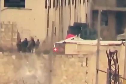 Попадание противотанковой ракеты в группу сирийских военных сняли на видео