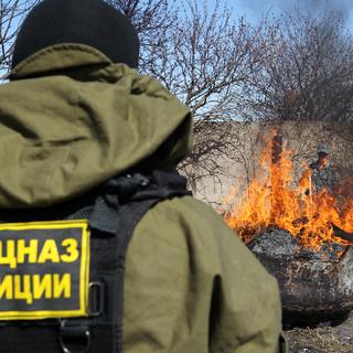Сотрудник ФСКН в Татарстане уничтожает крупную партию наркотиков, 2013 год