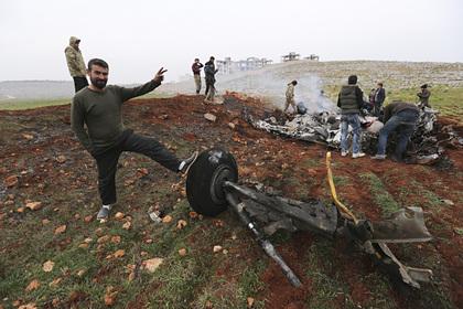 Обломки одного из сбитых в феврале вертолетов ВВС Сирии