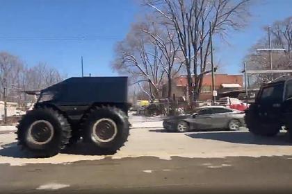 Колонну российско-украинских вездеходов на улицах США сняли на видео