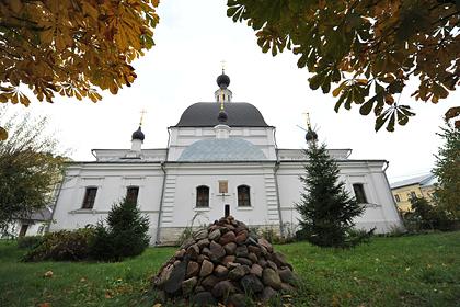 Мужчина с ножом напал на прихожан храма в центре Москвы
