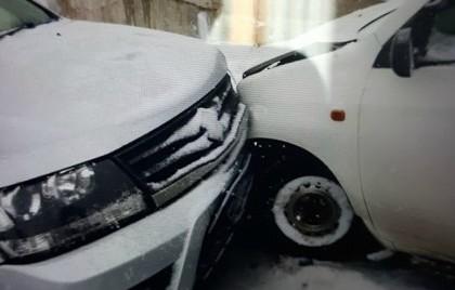 Авария с десятью автомобилями в российском городе попала на видео