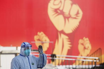 В китайской провинции Хубэй запретили движение пешеходов и транспорта