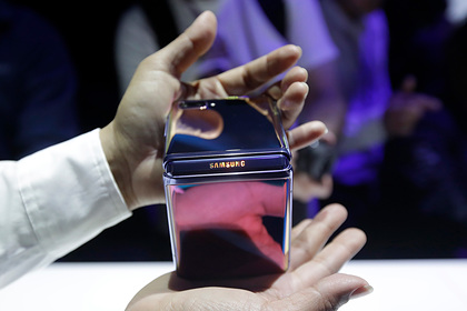 Складной Samsung Galaxy Z Flip треснул после первого раскладывания
