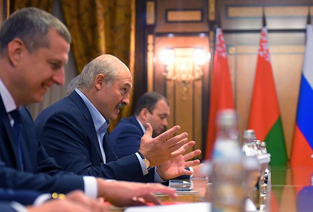 Президент Белоруссии Александр Лукашенко во время встречи с президентом РФ Владимиром Путиным, 7 февраля