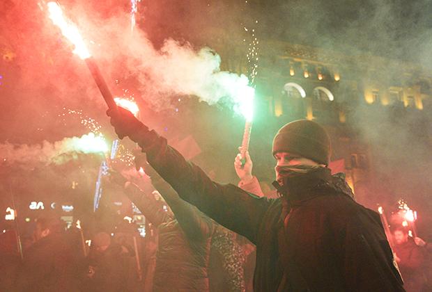 Участники факельного шествия, приуроченного к 110-й годовщине со дня рождения Степана Бандеры в Киеве в 2019 году