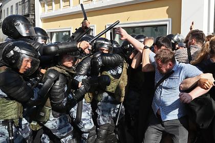 Правозащитники усомнились в возбуждении дел за избиение протестующих в Москве