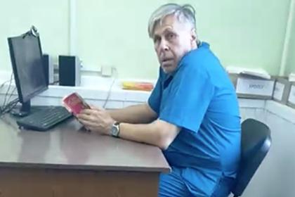 Российский врач решил почитать книгу и отказал пациенту в помощи
