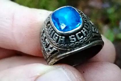 Потерянное 47 лет назад в американском туалете кольцо нашли в финском лесу