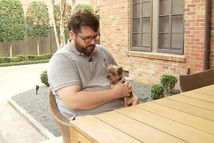 Трогательная встреча хозяина с пропавшей 14 лет назад собакой попала на видео