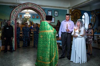 В РПЦ предложили признать венчание официальным браком