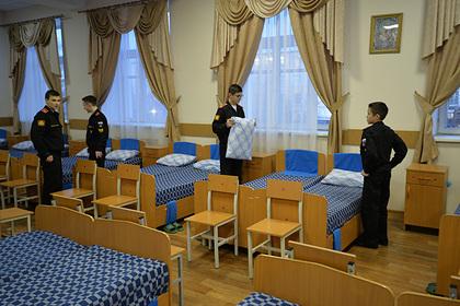 Чиновников Минобороны заподозрили в хищениях паркета в Суворовском училище