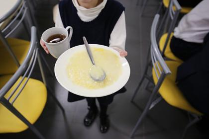 Госдума приняла закон о бесплатном горячем питании школьников