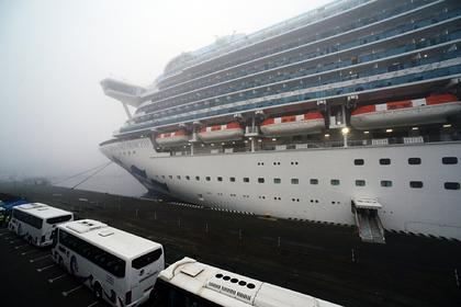 Число зараженных на охваченном вирусом лайнере с россиянами перевалило за 500