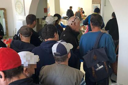 Россияне притворились израильскими бомжами ради бесплатной еды