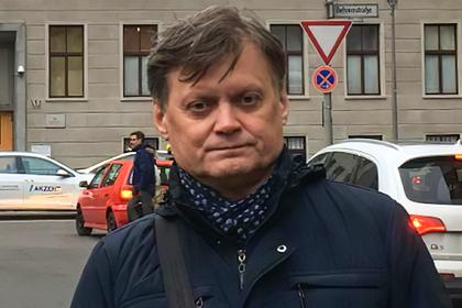 Россиянин справил нужду в центре Москвы. Его обвинили в педофилии и посадили