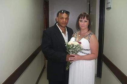 Молодой муж сбежал от жены и оставил ее без денег в чужой стране