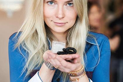 Раскрыт секрет популярной женской резинки для волос
