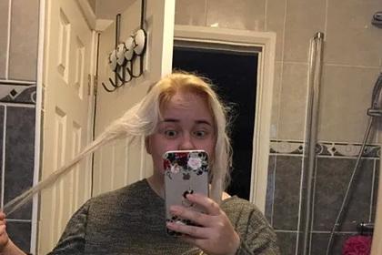 Женщина осветлила волосы дешевой краской и почти облысела