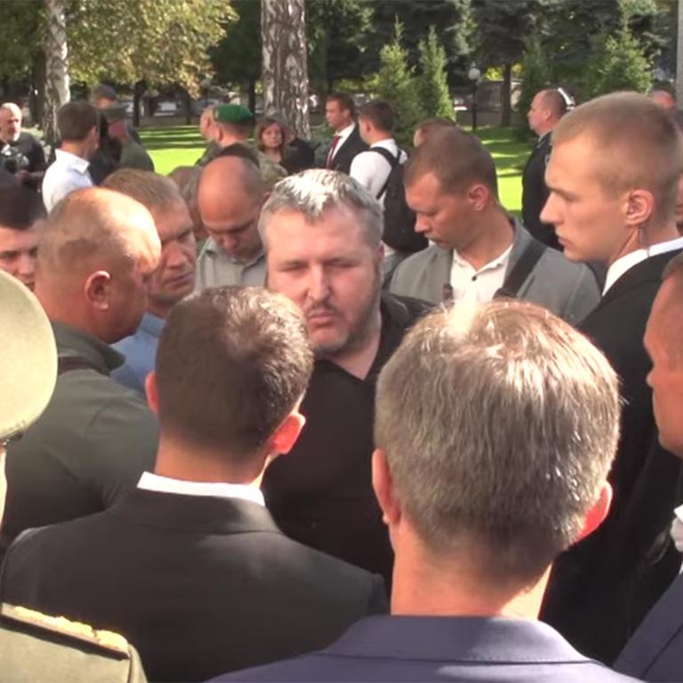 Зеленский назвал треплом военного за вопрос об уклонении президента от службы