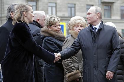 Путин и Собчак пожали руки