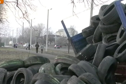 Украинцы начали строить баррикады против приезда эвакуированных из Китая