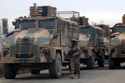 Турецкая армия отступила на севере Сирии и сожгла свои позиции