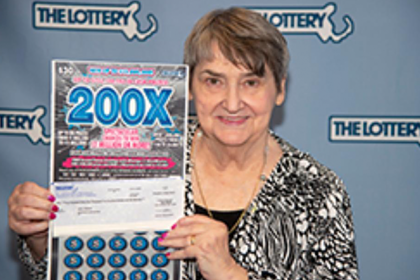 Игра в лотерею дважды принесла женщине миллион долларов