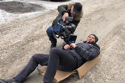 Россиянин на Mercedes сбил журналиста при попытке взять интервью